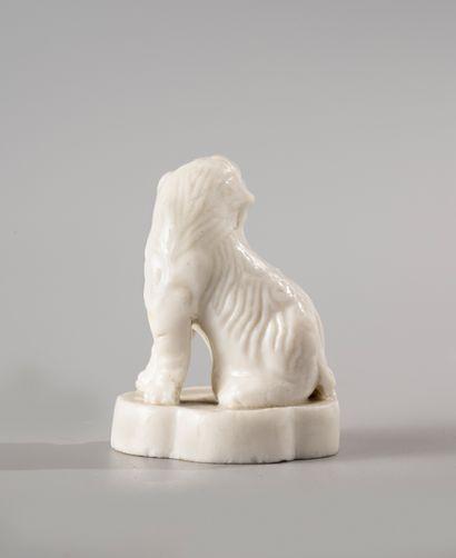 CHINE, période Kangxi, XVIIIe siècle  Petit sujet en porcelaine Blanc de Chine,...