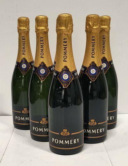 6 bouteilles  CHAMPAGNE « Brut Royal » -...