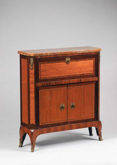 Nicolas PETIT, Maître à Paris le 21 janvier 1761  Rare petit meuble à écrire de...