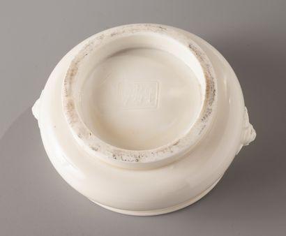 CHINE, période Kangxi, XVIIIe siècle  Brûle-parfum en porcelaine Blanc de Chine,...