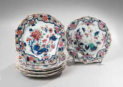 CHINE, Compagnie des Indes, XVIIIe siècle  Ensemble de 8 assiettes à bords floriformes...
