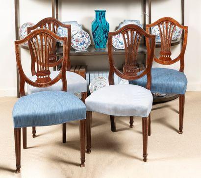 Suite de 4 chaises et d'une paire de fauteuils...