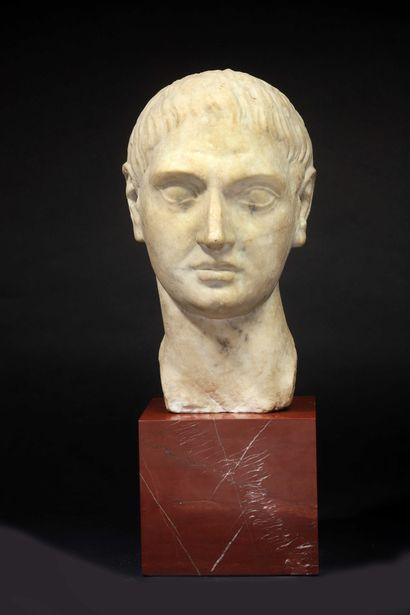 Portrait d'homme en partie d'époque antique.  Ce portrait réaliste typique de la...