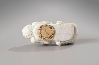 CHINE, période Kangxi, XVIIIe siècle  Repose-pinceau en porcelaine Blanc de Chine,...