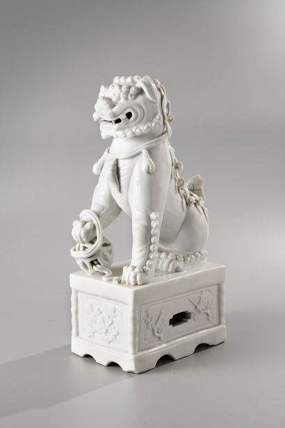 CHINE, période Kangxi, XVIIIe siècle  Important sujet en Blanc de Chine, représentant...