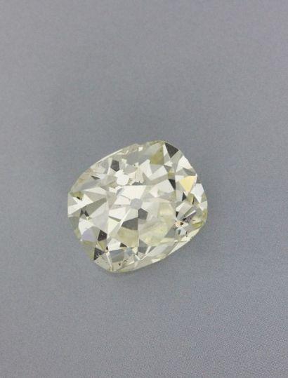 Important diamant sur papier de taille ancienne coussin, pesant 11,7 cts. On y joint...