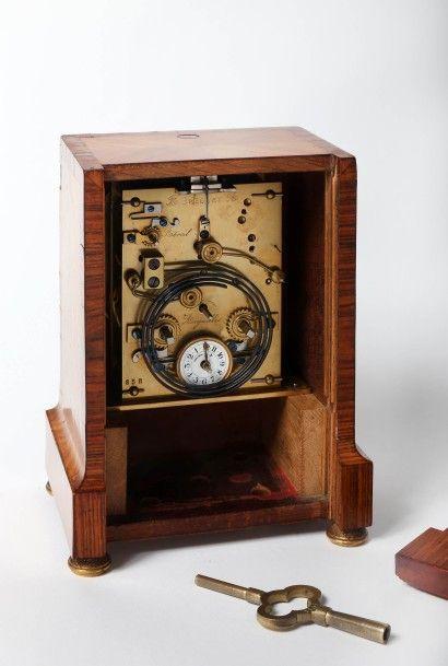 """Pendulette et réveil à sonnerie des heures au passage et à la demande signée """"Breguet""""..."""