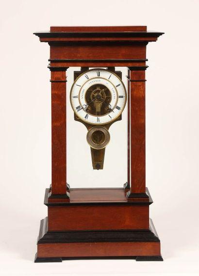 Régulateur de table, à sonnerie au passage des heures et demie, signé sur le cadran...