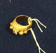 Bague en or jaune sertie d'un diamant demi-taille...