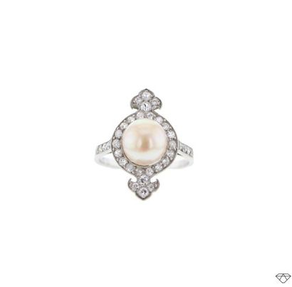 Bague en platine (950°/00) sertie d'une perle...