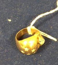 Bague or jaune sertie d'un diamant d'environ...