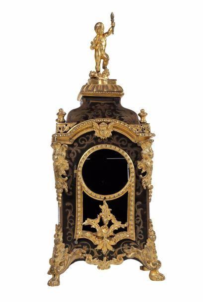 Porte-montre en forme d'un cartel Régence...