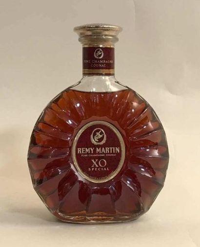 1 bouteille COGNAC FINE CHAMPAGNE REMY MARTIN...