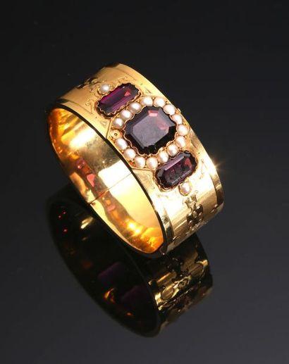 Bracelet jonc en or jaune ciselé 18K (750°/°°)...