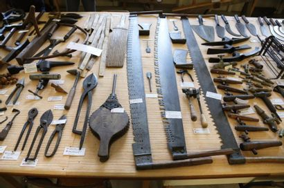 OUTILS DE COUVREUR CHAUMIER (ROOFERS AND...
