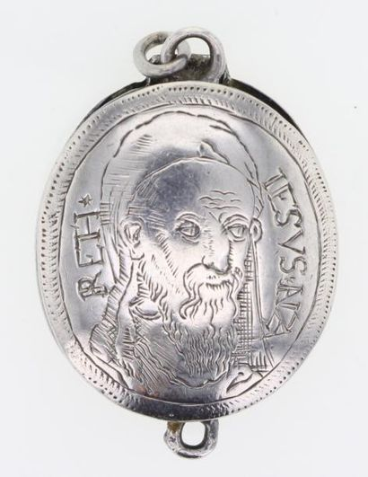 Pendentif reliquaire en argent (800°/00)...