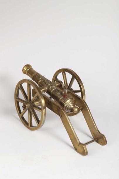 Pistolet de Volta en forme de canon signé...