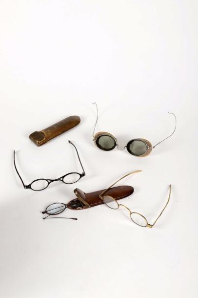 Quatre paires de lunettes du XIXe siècle...