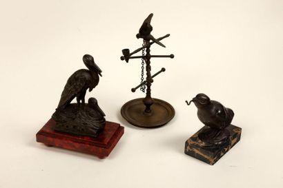 Trois porte-montres à motif d'oiseau.