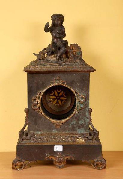 Caisse d'une pendule borne en bronze doré...