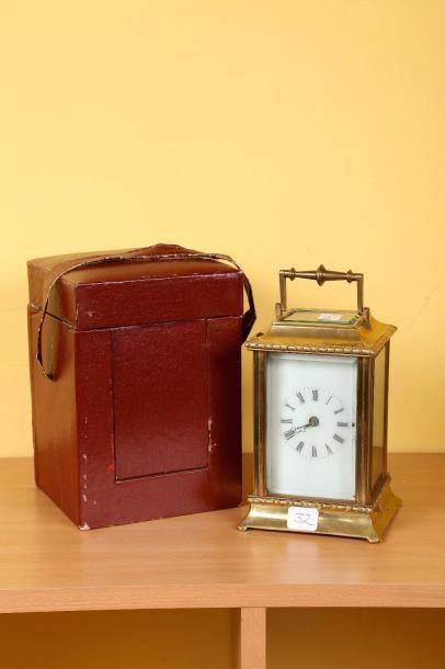 Pendulette de voyage composite. H. 15cm....