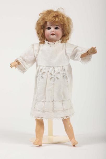 Petite poupée Allemande, tête porcelaine...