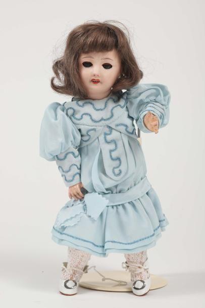Poupée type Bleuette, tête porcelaine marquée...