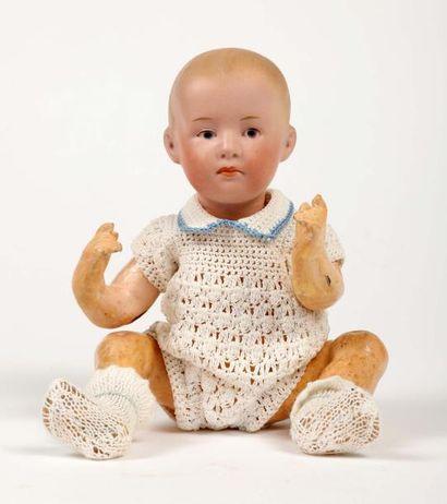 Petite poupée, tête pleine en porcelaine,...