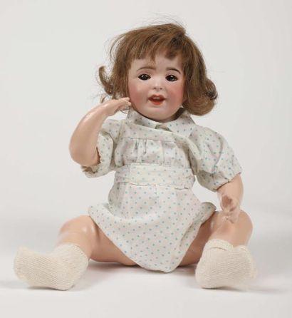 Bébé caractère tête porcelaine marquée en...