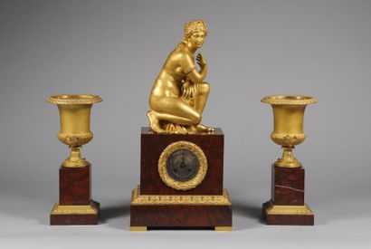 Pendule H. 65 x 31,5 x 21,5 cm Urnes H. 40,5...