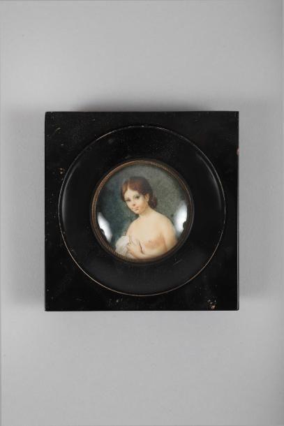 Miniature ronde représentant une femme nue...