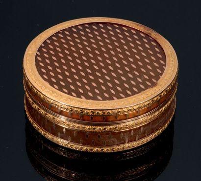 Boîte tabatière à priser circulaire en or...