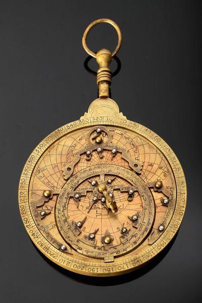 Astrolabe maghrébin, Maroc, signé à l'intérieur...