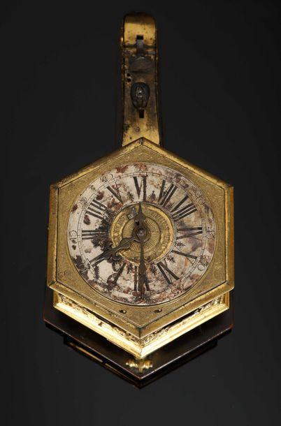 Horloge de table à sonnerie au passage des heures et des quarts et à quantième,...