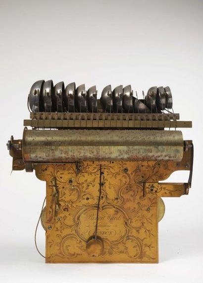 Pendule à carillon et à sonnerie des quarts au passage et à la demande, avec cabinet...