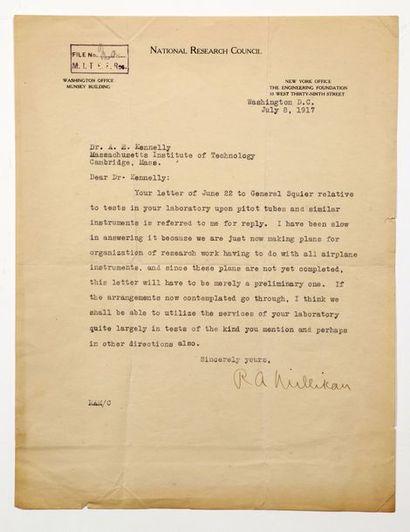 MILLIKIAN, Robert A. (1868-1953), physicien américain.