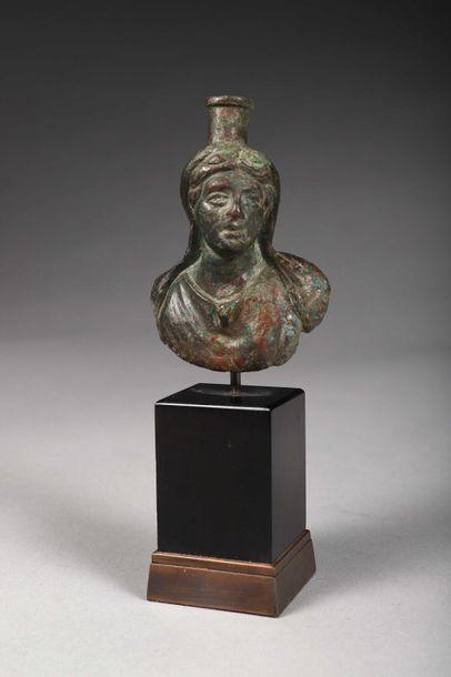 Buste d'Isis Bronze à patine verte Art Romain,...