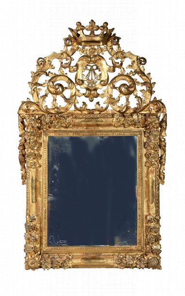 Important miroir en bois sculpté, ajouré...