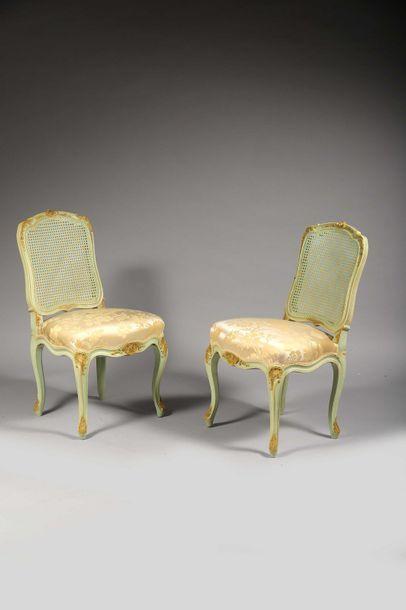 Paire de chaises de salon. Assise recouverte...