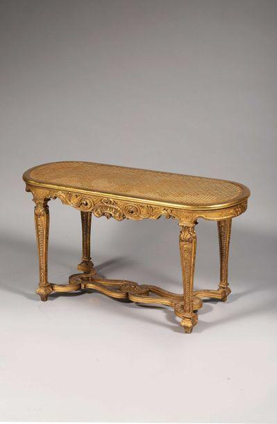 Banquette de piano en bois sculpté et redoré...