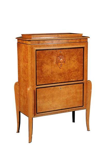 Curieux meuble de musique en forme de secrétaire...