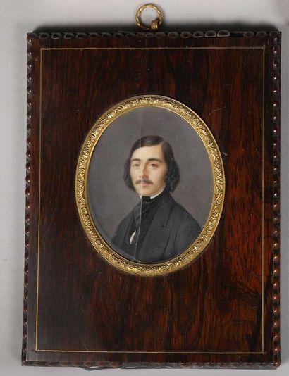 Miniature sur ivoire Portrait d'homme à la...