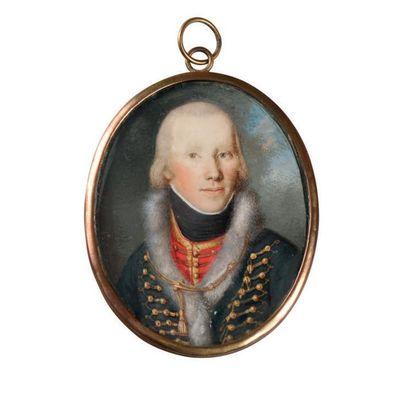 Miniature ovale sur ivoire. Jeune officier...