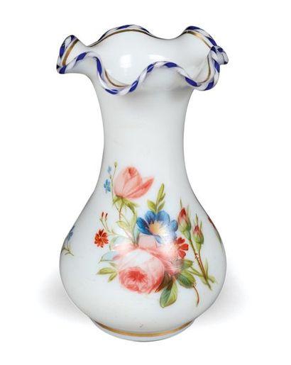 Petit vase décoratif en demi-cristal blanc...
