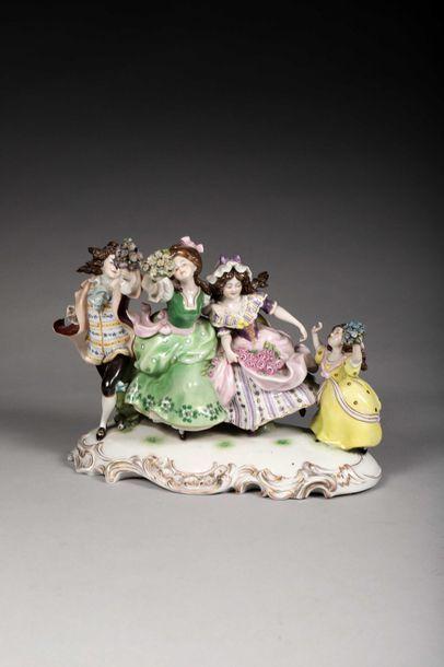 Groupe en porcelaine polychrome allemande....