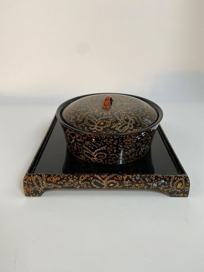 """""""[X] FLAT LACQUERED WOODEN BOX WITH ITS TRAY WITH INLAYING OF PEARL AND EGG SHELL..."""