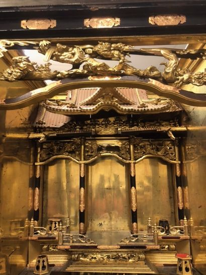 IMPORTANT DOMESTIC ALTAR IN GILDED WOOD AND BLACKENED WOOD Japan The central niche...