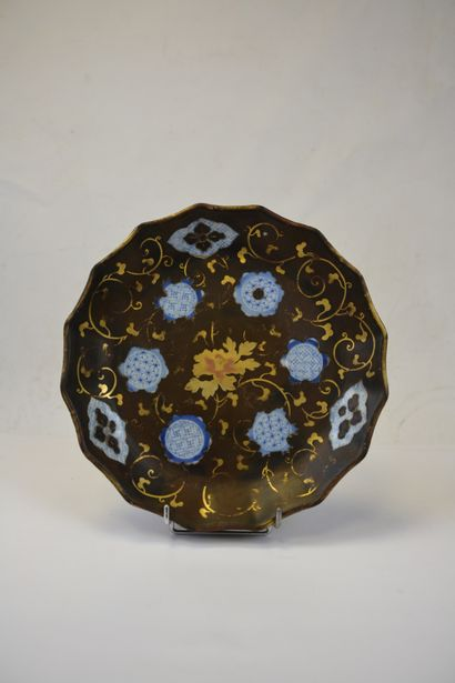 """""""POLYLOBED PLATE IN WHITE PORCELAIN WITH THE TASTE OF JAPANESE ARITA PORCELAIN,..."""