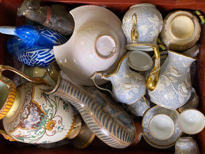 Mannette de céramiques diverses comprenant...