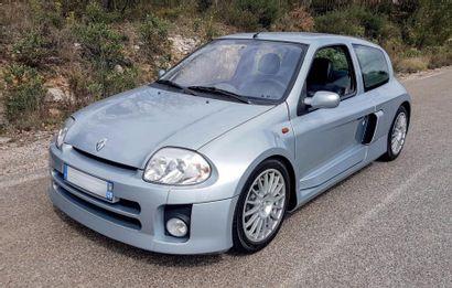 CLIO V6 SERIE 1...<br/>MOINS DE 5000 KILOMÈTRES